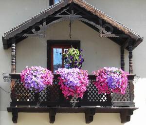 Оформление балкона цветами – создание проекта