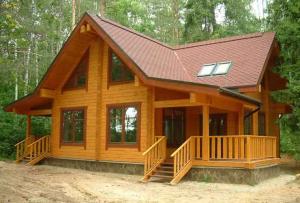 Деревянный дом с террасой уже давно перестал быть предметом роскоши