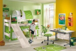 Дизайн комнаты мальчика дошкольника обязательно должен включать в себя место для творчества.