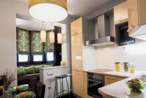 Оставшийся подоконник идеально впишется в дизайн кухни с лоджией, его можно использовать в качестве барной стойки