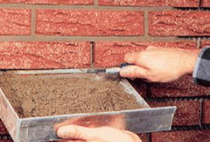 Фасадная плитка под кирпич начинает закрепляться с любого угла обрешетки на четыре самореза