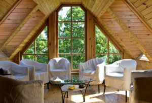 Мансарда из бруса станет самым любимым и уютным местом в доме.