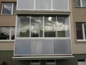 Как застеклить балкон своими руками с минимальными затратами материалов и сил – выберите холодный вариант остекления.