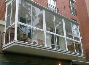 Остекление балкона своими руками. Виды