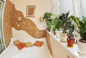 При правильном утеплении, спальня на балконе может быть пригодна для использования в любое время года