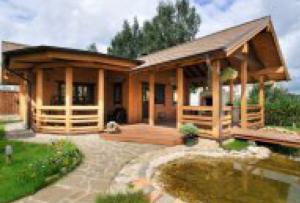 Терраса из бруса станет отличным украшением вашего дома.