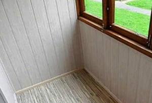 При основательном подходе, необходимо застеклить и утеплить его, в дальнейшем выровнять стены, для этого идеально подойдет влагостойкий гипсокартонный лист