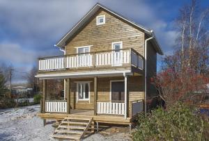 Балкон над верандой можно спроектировать перед тем как Вы начнете строить дом