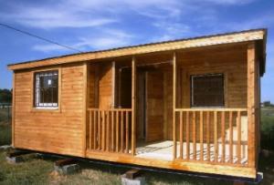 Бытовки дачные с верандой стоят недорого, можно возвести подобную конструкцию самостоятельно, либо заказать уже готовый деревянный домик