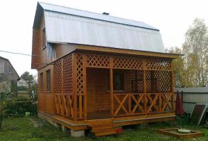 Лучшим решением в этой ситуации будет дачный дом с мансардой.