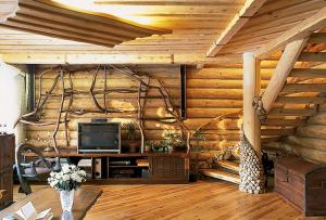 Особенно актуальны деревянные интерьеры на даче и частном доме