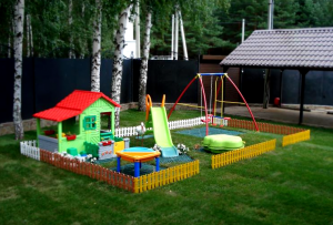 Детская площадка на даче своими руками, как и любая постройка, требует разметки.