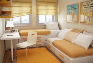 Дизайн для маленькой комнаты стоит выполнить если не в ослепительно белом, то хотя бы в белых оттенках.