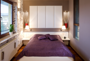 Дизайн для маленькой комнаты можно эффективно визуально расширить грамотными акцентами в освещении