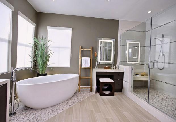 Важную роль для интерьера играют такие детали, как смесители, коврики, занавески, фурнитура, полотенца, различные полочки.