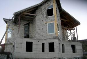 Чтобы построить дом из блоков, вам обязательно потребуется арматура.