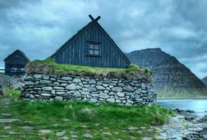 Чтобы залить хороший фундамент под стоящий дом, Вам потребуются четыре домкрата, опоры из металла или дерева