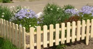 Ограда для палисадника своими руками может выполнена из разных материалов