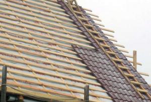 Теперь Вы знаете, как правильно сделать крышу дома, не забудьте также утеплить её