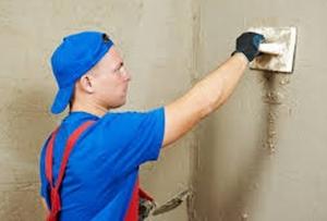 Если вы все же решились на самостоятельный ремонт, рано или поздно перед вами встанет вопрос «Как штукатурить стены».