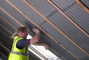 Перед тем, как утеплить крышу, тщательно рассчитайте слой и нагрузку на утеплитель.