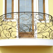 Кованые балконы в современной архитектуре зданий