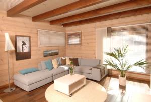 Отделка деревянного дома внутри – процесс ответственный, перед тем как к нему приступить, необходимо провести большую работу