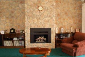 Отделка гостиной может быть выполнена и с помощью текстиля