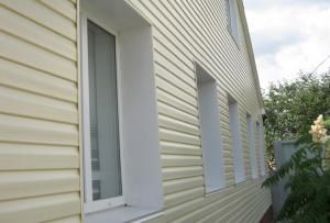 достаточно хорошо утеплить дом и только после этого может быть начата отделка наружных стен дома панелями