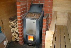 Металлическая печка в баню может быть сварена даже из металлолома