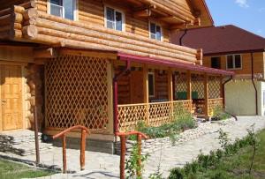 Пристройка веранды к деревянному дому может быть осуществлена самостоятельно