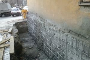 Ремонт старого фундамента своими руками делается без подкопа.