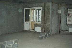 Начать нужно с приведения квартиры в такое состояние, что бы начать ремонт с нуля.