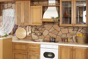 сэкономить можно даже на таком, казалось бы, дорогом деле, как ремонт в кухне своими руками