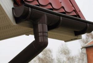Какие бывают сливы для крыши?