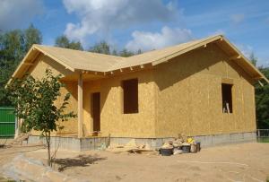Строительство недорогих домов возможно по каркасной технологии