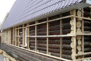 Для того, чтобы ускорить и упростить утепление деревянного дома своими руками, стоит установить деревянную обрешетку