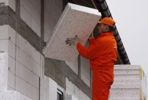 Утепление дома снаружи очень важно произвести качественно, не пытаясь экономить на материалах