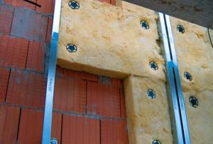 Утепление дома снаружи можно осуществить несколькими способами: Вентфасад.
