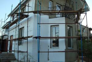Для ОСБ-плиты утепление фасада пенополистиролом является дополнительным амортизатором