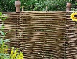 Это легкий забор, для него не требуется закладывать фундамент.