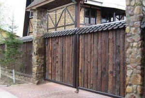 Забор на даче — один из основных вопросов, занимающих голову хозяина