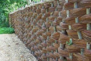 Как построить забор на даче
