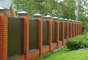 Забор с профнастила. Завершение строительства