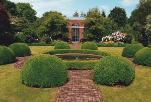 Для того, что бы продумать загородный ландшафтный дизайн вы не должны опираться на стили близлежащих домов
